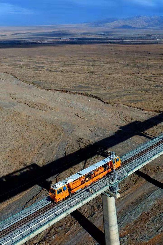 Dunhuang Railway is fully opened on December 18, 2019