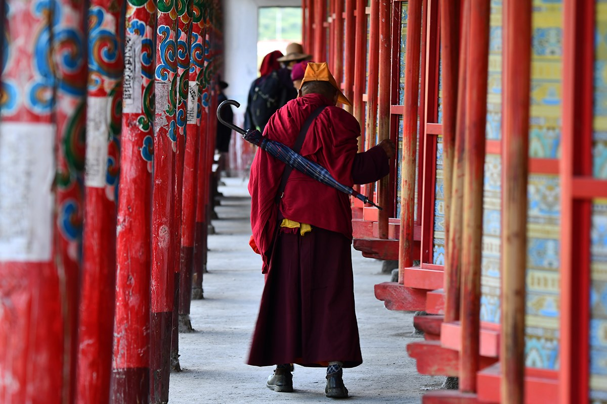 Prayer Wheels of Tagong Monastery | Foto por Liu Bin